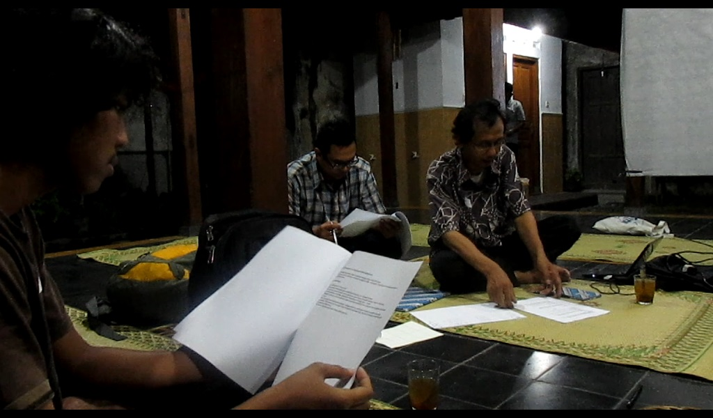 Narasumber Mas Titus dan mas Widhi menyampaikan materi dan modul kepada peserta pelatihan